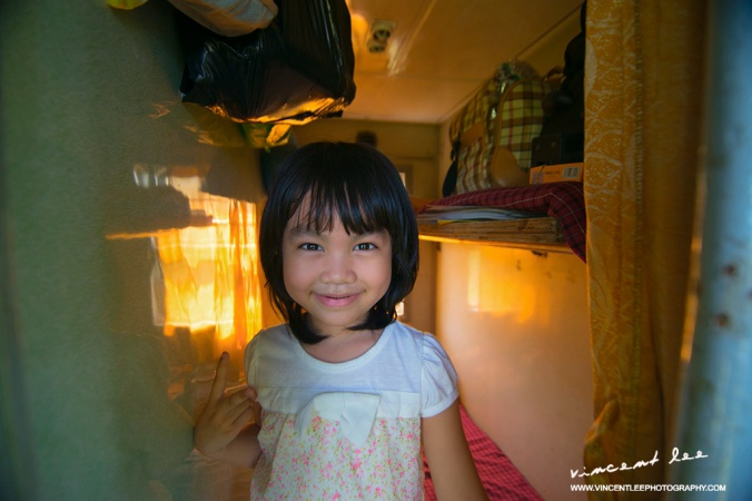 The little girl travel with her family by the train from Hanoi to Hue