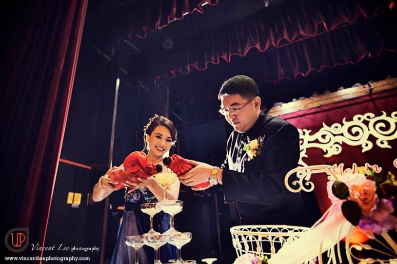 Champagne pour symbolise éternité in mariage