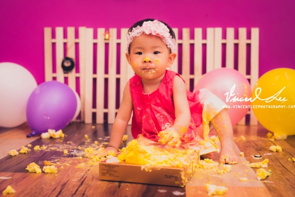 Cake smashing photography