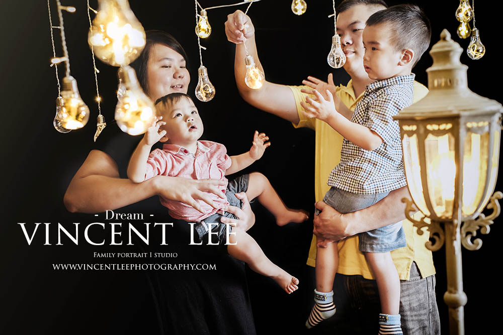 《 儿子,你的梦想是什么 》 Kids are attached to any forms of light, give their childhood a bright one ! - Vincent Lee  Photographer: Vincent Lee  Idea & concept by : Vincent Lee  Venue: Vincent Lee Studio  www.vincentleephotography.com Booking enquiry: vincentleephotography@gmail.com / whatsapp 0162038082 #familyphotoshoot #familyportrait #studio #wecreateideas #wecreatestoryviaimages